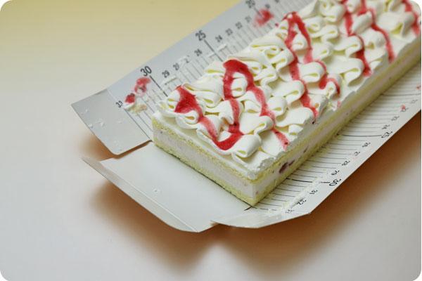 フリーカットケーキ 苺ムースケーキ4