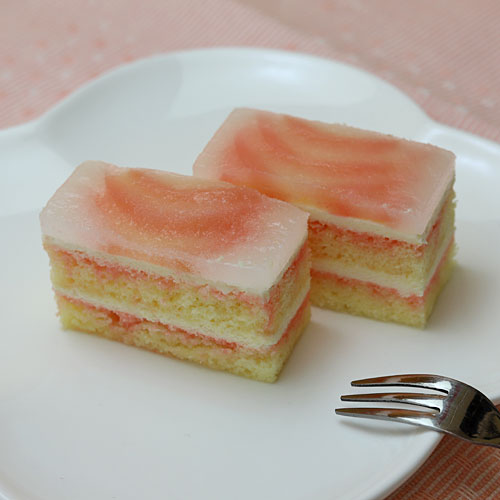 フリーカットケーキ 桃のムースケーキ
